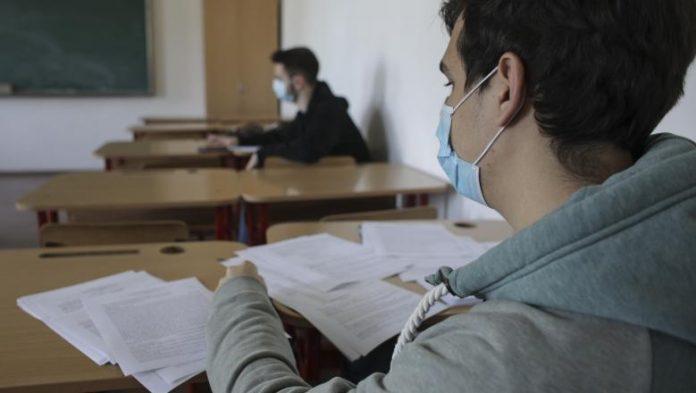 Au început emoțiile pentru elevii care susțin examenul de bacalaureat