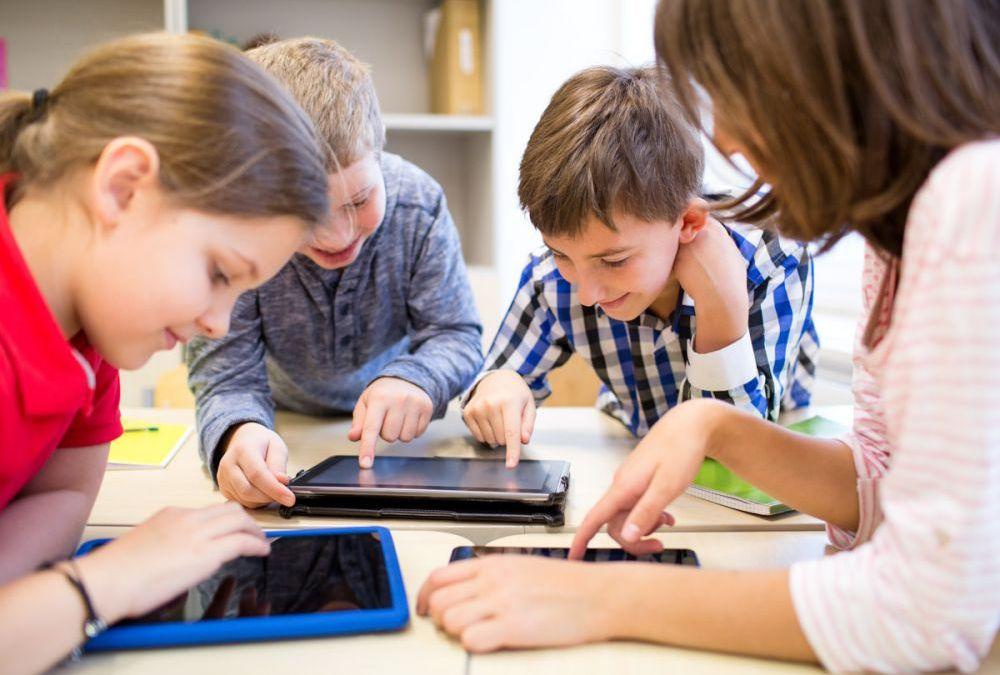 Se mișcă lucrurile: Tablete pentru elevii din municipiu! Tehnologie modernă pentru siguranța elevilor și noi măsuri privind transportul public