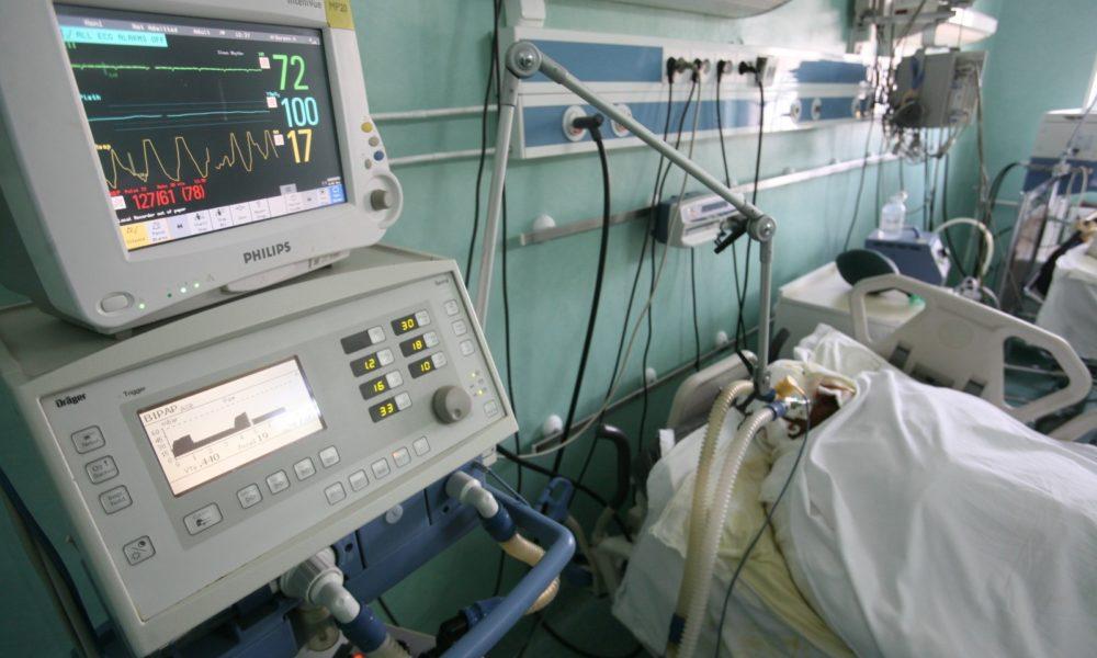 Lipsa personalului specializat împiedică Spitalul Județean să suplimenteze locurile la ATI pentru pacienții Covid