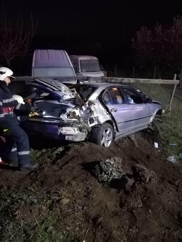 Trei persoane au fost rănite într-un accident rutier produs pe DN 17, în Viișoara (FOTO)
