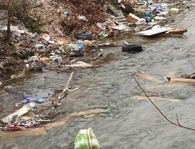 Apele Române ar sări pe noi cu amenzi, dacă ne-am apuca de curățat Someșul acum – susține primarul Rodnei