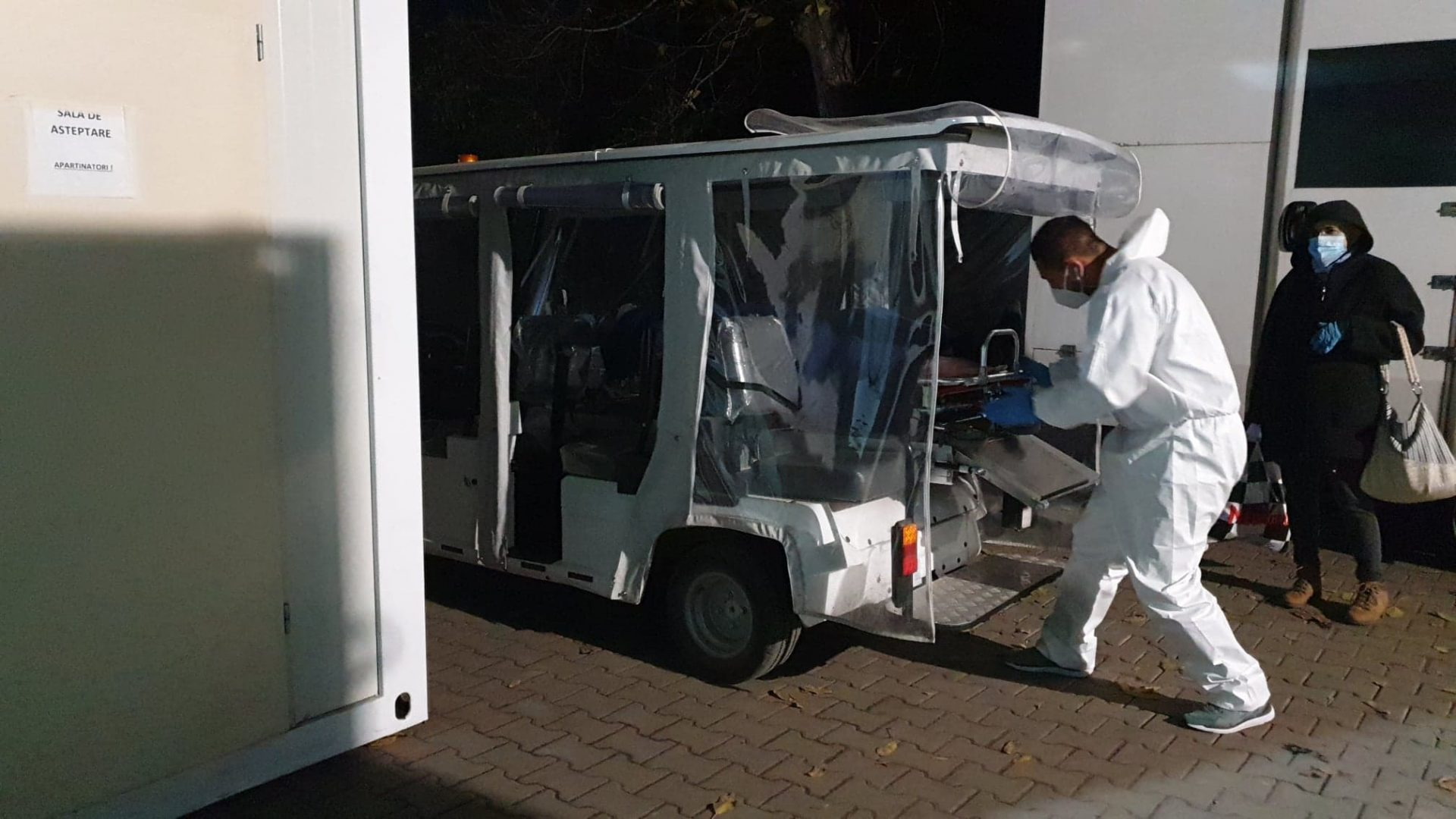 A ars mașinuța de transport pacienți a Spitalului Județean de Urgență Bistrița