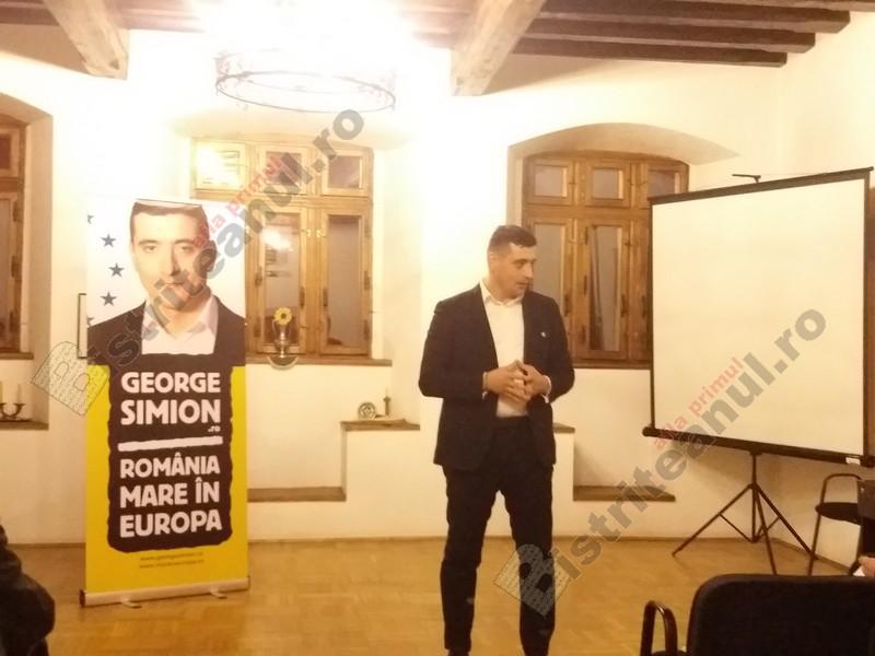 VIDEO: George Simion, președintele AUR, a încercat să racoleze un politician liberal din Bistrița
