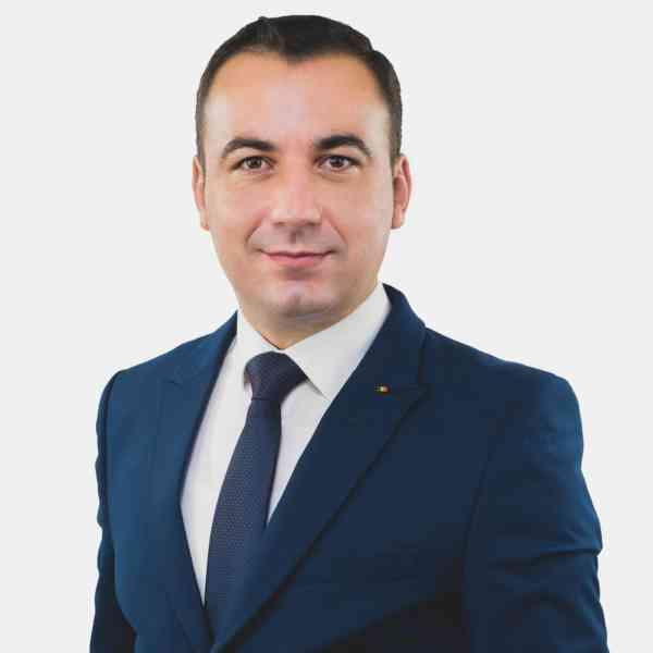 """Bogdan Ivan: """"PNL și Președintele Iohannis vin în fața românilor cu omul ce a împrumutat 1.000€/secundă"""""""