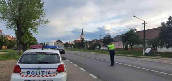 Minoră din Lunca Ilvei, prinsă de polițiști la volanul unei mașini