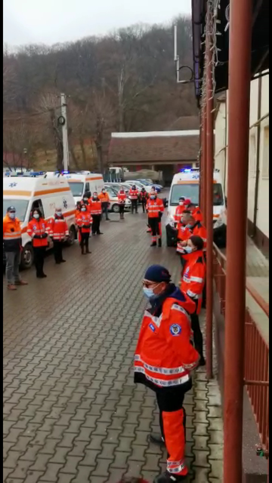 FOTO/VIDEO: Sirenele ambulanțelor au sunat în semn de mulțumire