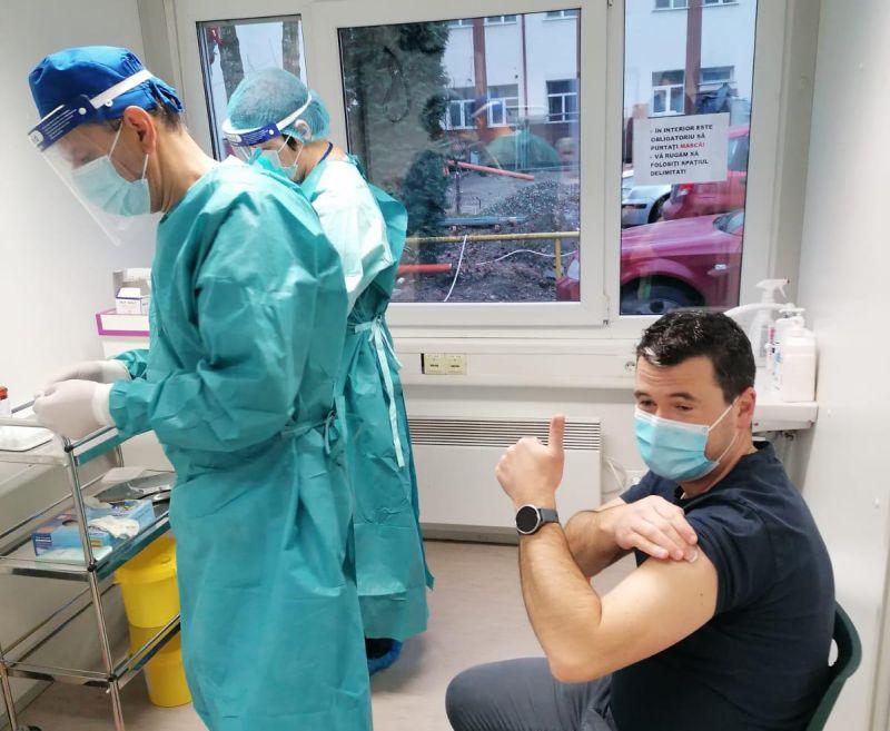 Peste 900 de persoane din Bistrița-Năsăud s-au vaccinat anti-Covid-19. Ce reacții adverse a raportat unul dintre pacienți