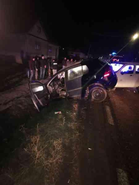 FOTO: Patru persoane, la spital după un accident produs în Dumitra