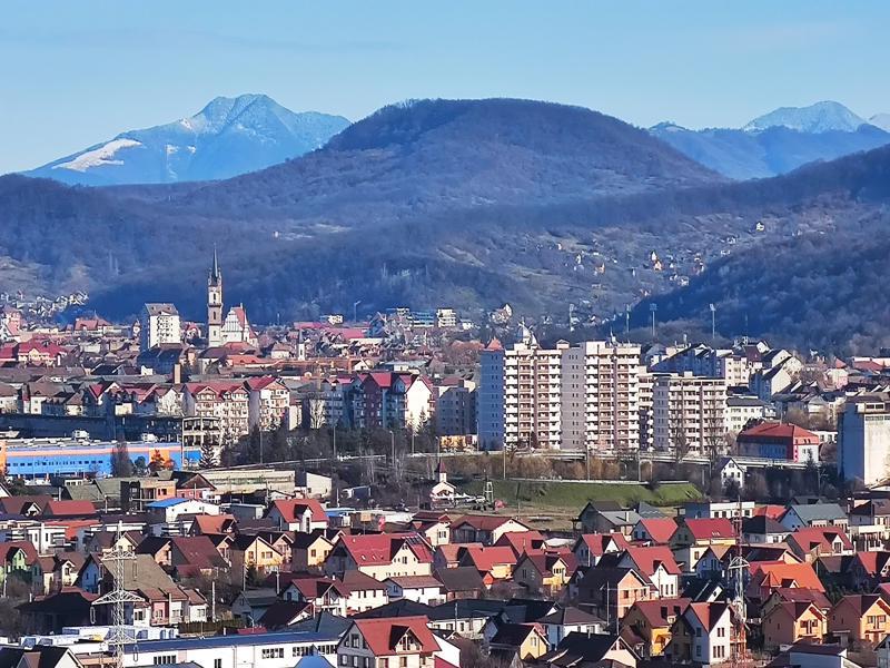 Rata de infectare în municipiul Bistrița a scăzut sub 3 la mia de locuitori. Se reduc restricțiile