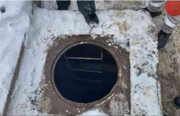 VIDEO: Bărbat rănit după o explozie într-o gură de vizitare a unui canal, la Stația de Gaz din Bistrița